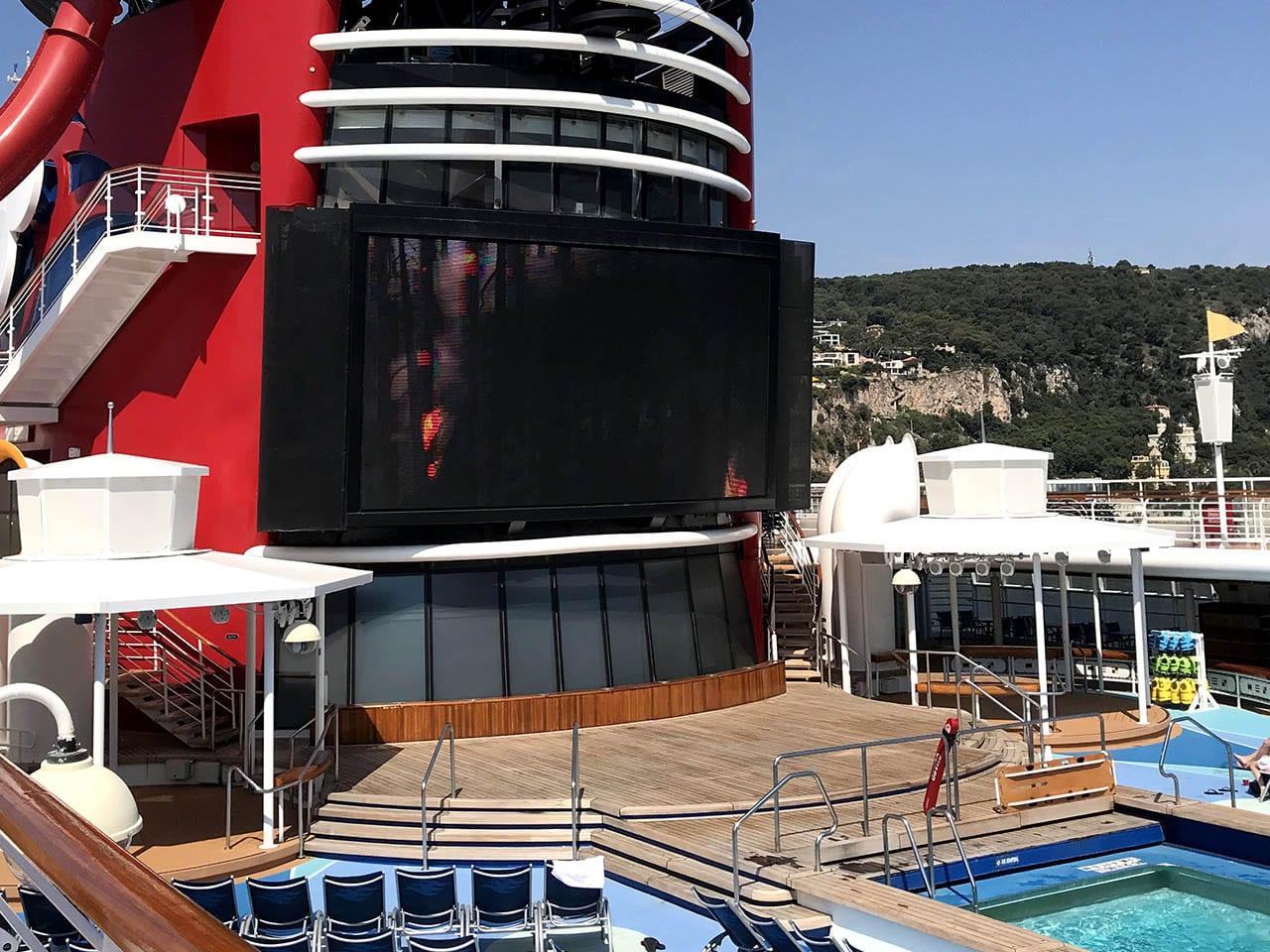 Un endroit parfait pour regarder un film sur sa bouée, Disney cruise line, bateau Disney