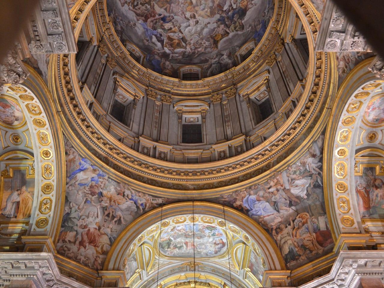 intérieur de la chapelle royale de Naples