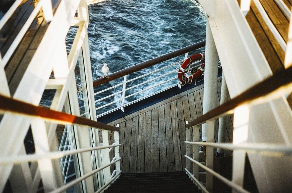 exploring the ship. Pixabay photo. conseils et astuces pour partir sur sa première croisière.