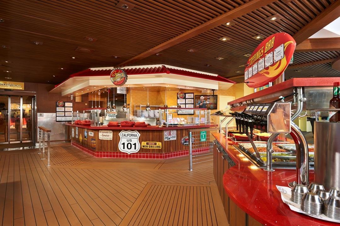 buffet et snack rapide easy burger de Carnival. Comment voyager en croisière avec ses adolescents : conseils et astuces.