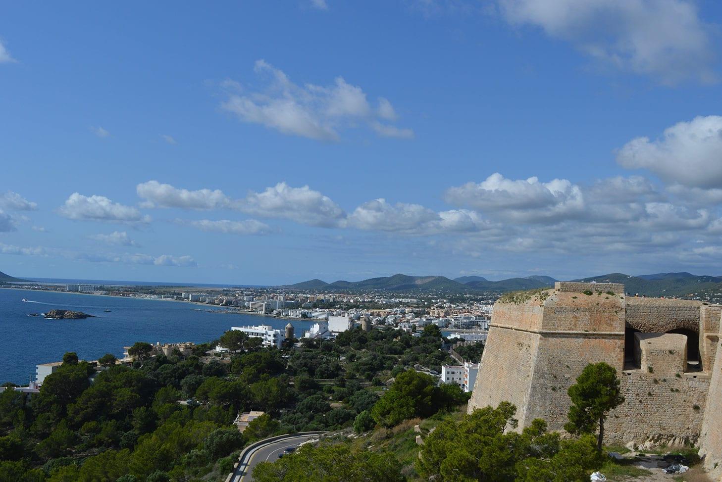 Vue panoramique de la partie plus urbaine d'Ibiza