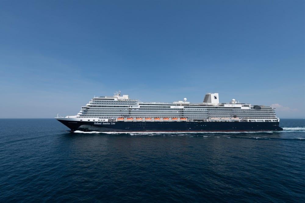 """Si vous traduisez le mot """"Nieuw Statendam"""" en néerlandais, vous obtiendrez le mot """"nouveau"""". Le bateau de la Holland Line America est le lien entre passé, présent et avenir de la compagnie. Un bateau d'exception pour une compagnie qui l'est tout autant."""