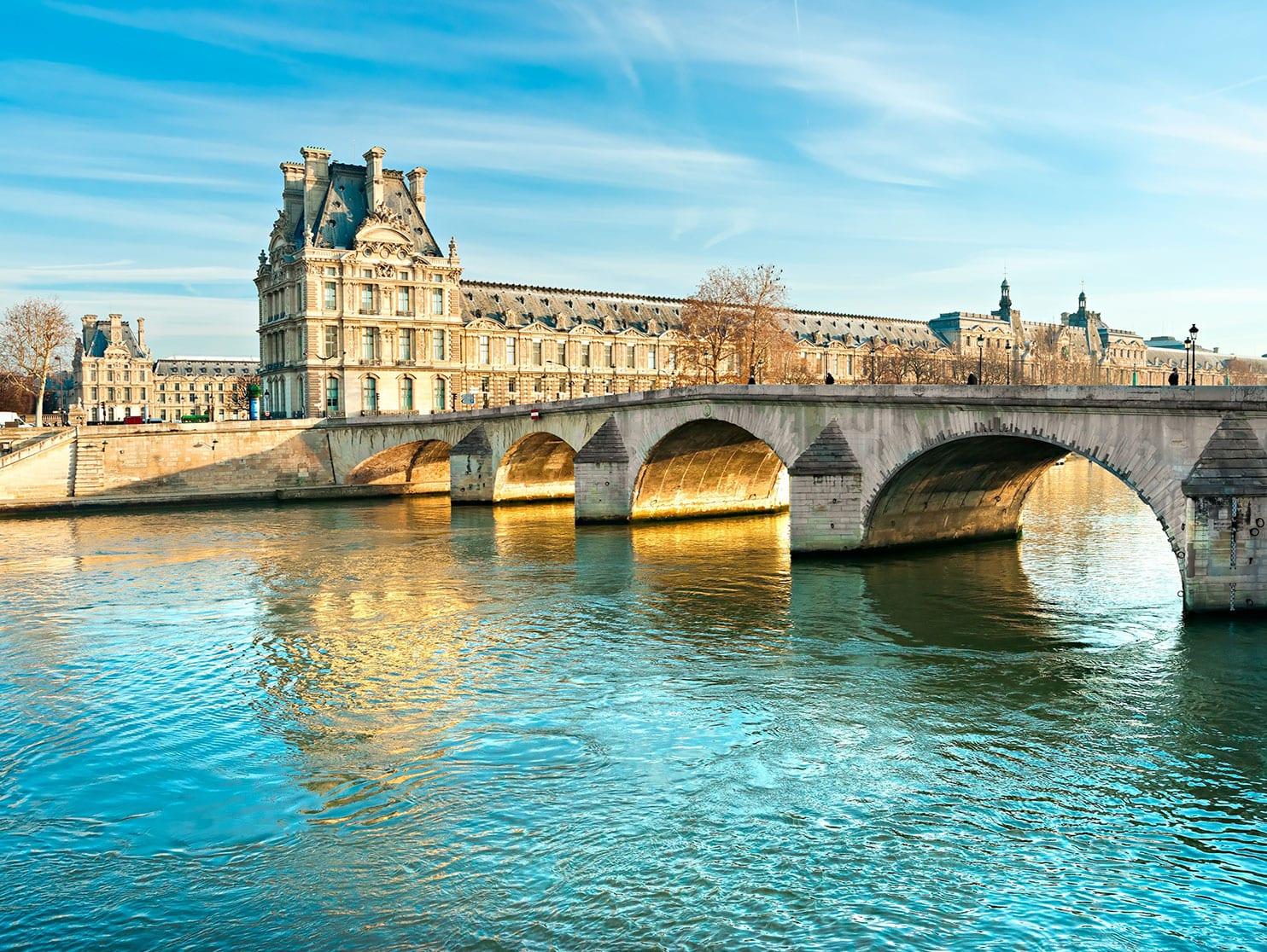 Spécialement conçus pour naviguer sur la Seine, les quatre navires de Viking Cruise Rivers partiront de Paris centre vers la Tour Eiffel pour se diriger vers la Normandie