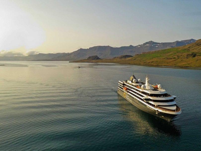 le world explorer, dernier fleuron de la compagnie Hurtigruten, sorti en 2019 est parmi les meilleurs bateaux de la décennie 2010-2020, découvrez danspourquoi dans cet article