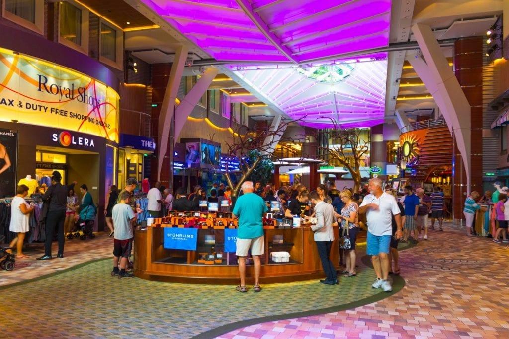 promenade commerciale de l'Oasis of the Seas